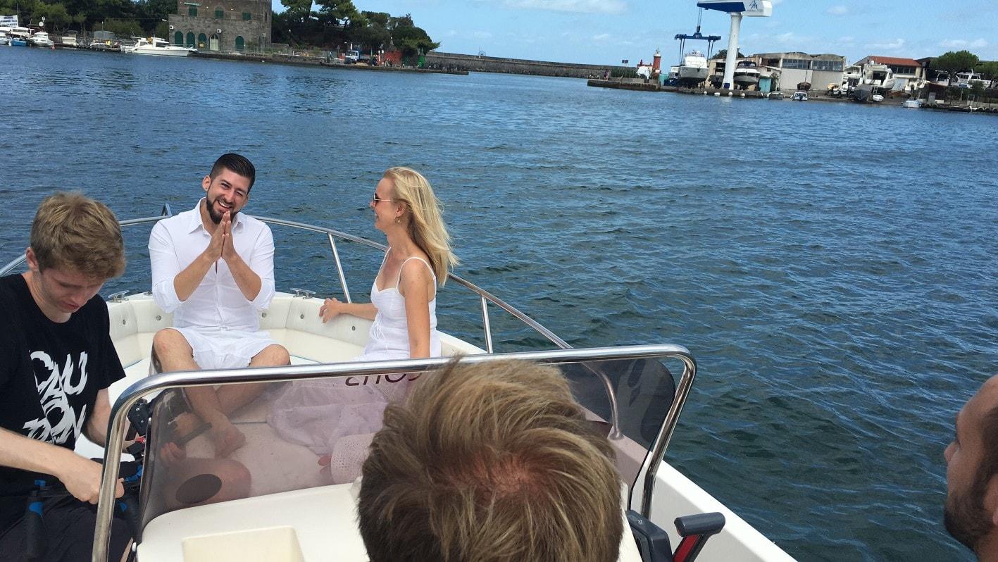 Jay Octavouj auf dem Boot beim Musikvideodreh auf Ischia