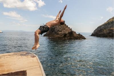 Jay Octavouj macht Salto auf Ischia